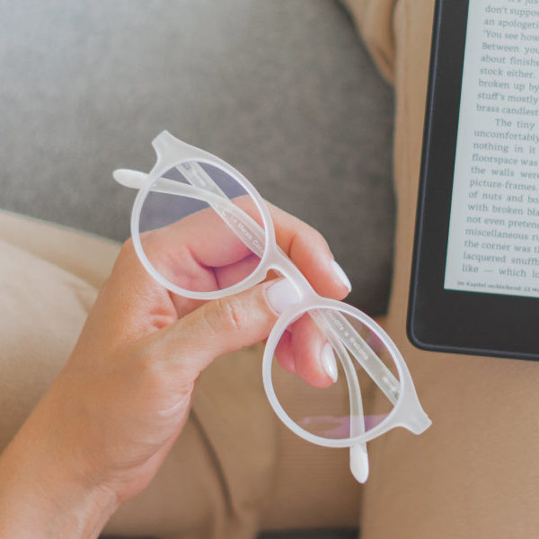 Readers' Glasses: How to Choose Them!